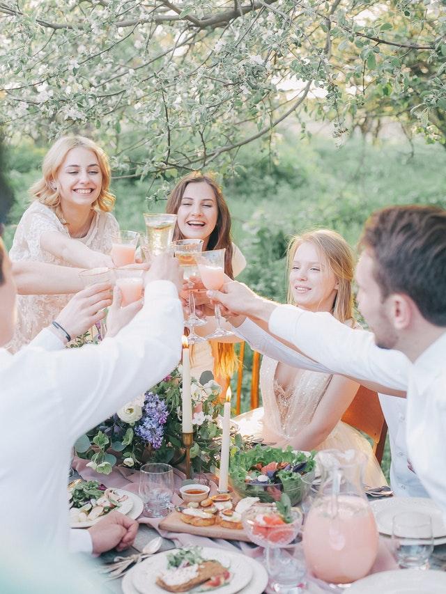Impreza w ogrodzie - jak ją zaplanować?