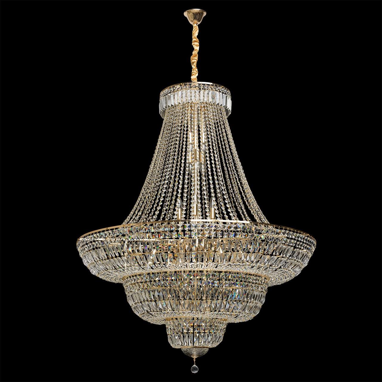 Królewski żyrandol z kryształów